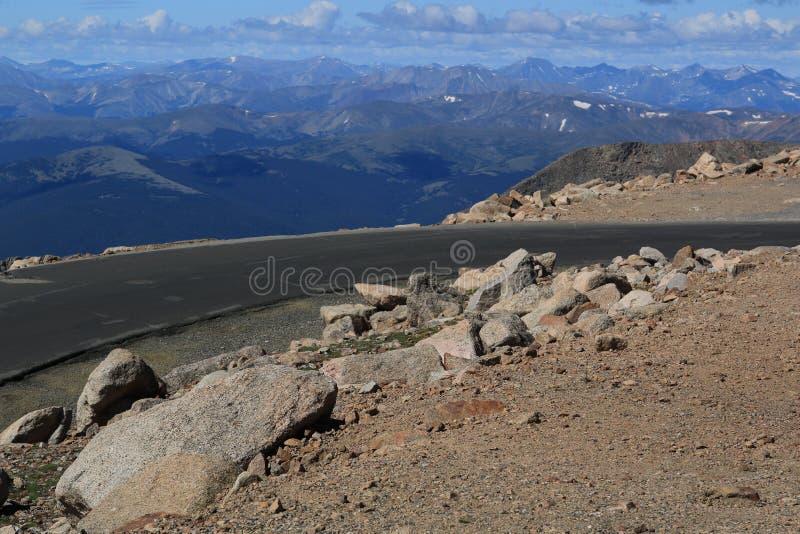 Bis zur Spitze des Bergs Evans stockfotos