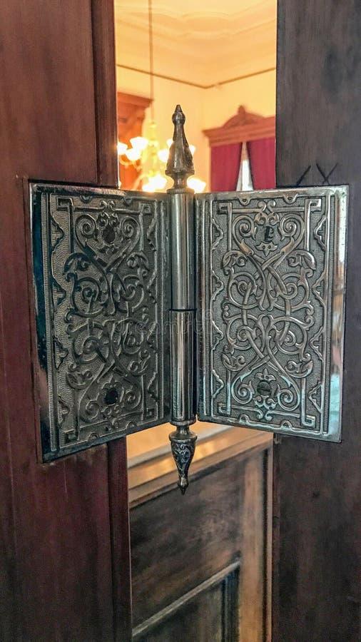 Bisagra de puerta antigua en palacio hawaiano foto de archivo libre de regalías