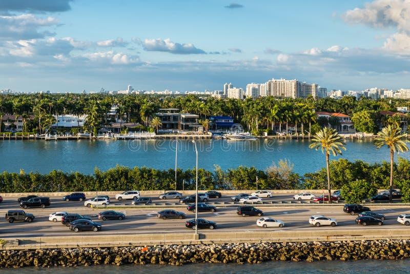 Biscayne-Bucht und Macarthur-Damm-Florida-scenics, die Vereinigten Staaten von Amerika stockfoto