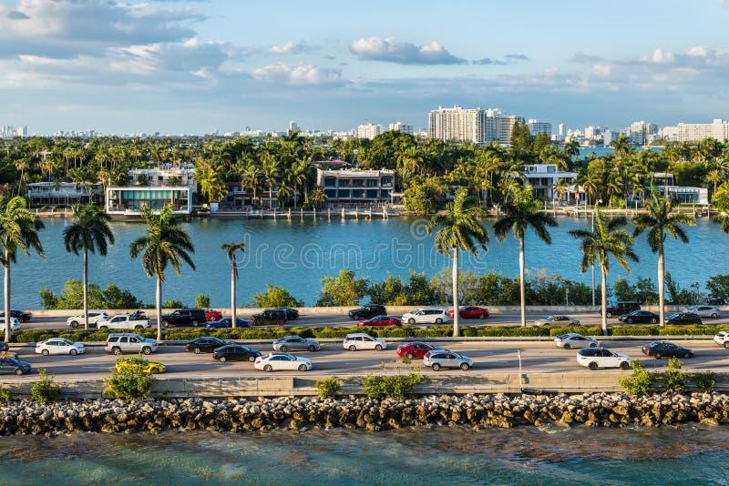 Biscayne zatoki i Macarthur drogiego na grobli Floryda scenics, Stany Zjednoczone Ameryka fotografia stock