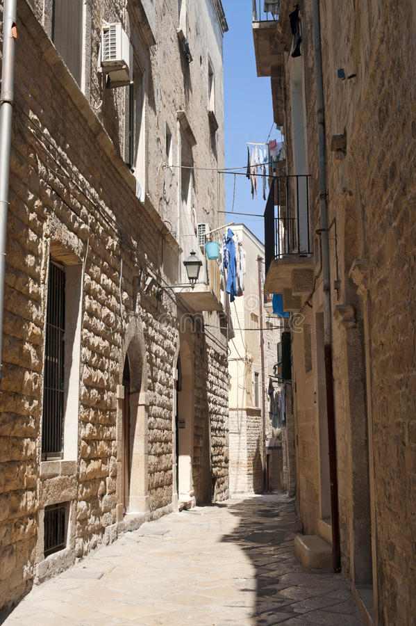 Bisceglie (Apulia, Italia) - vecchia via immagine stock libera da diritti