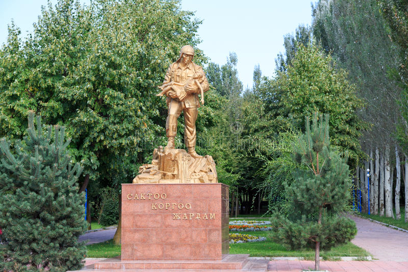 Bischkek, Kirgisistan - 25. August 2016: Monument zum Retter lizenzfreie stockbilder