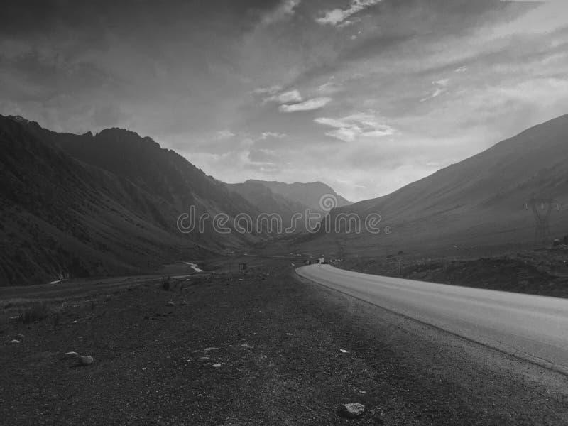 Bischkek--Oshlandstraße lizenzfreies stockfoto