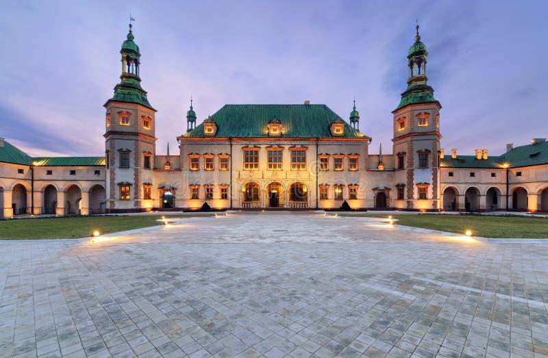 Bischof ` s Palast nach Sonnenuntergang in Kielce, Polen lizenzfreies stockfoto