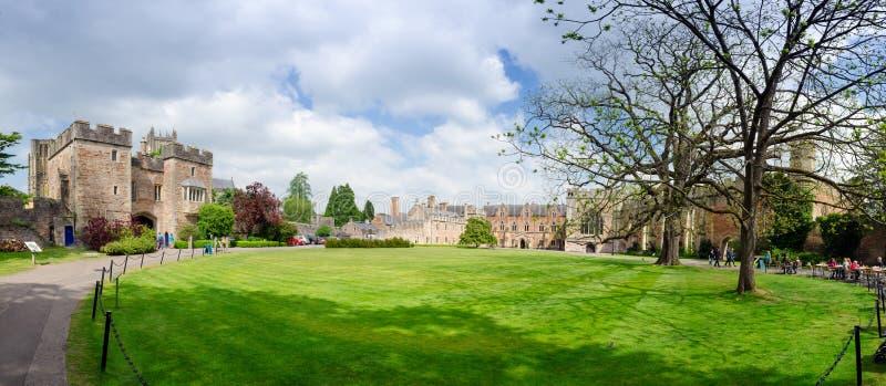 Bischof ` s Palast, Wells, Somerset, England lizenzfreies stockfoto