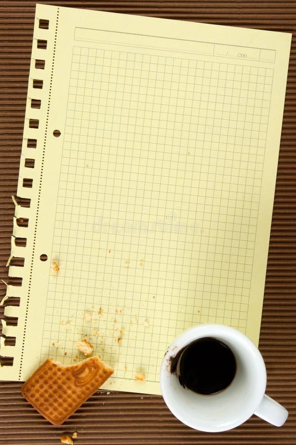 Biscoitos, café, papel imagem de stock