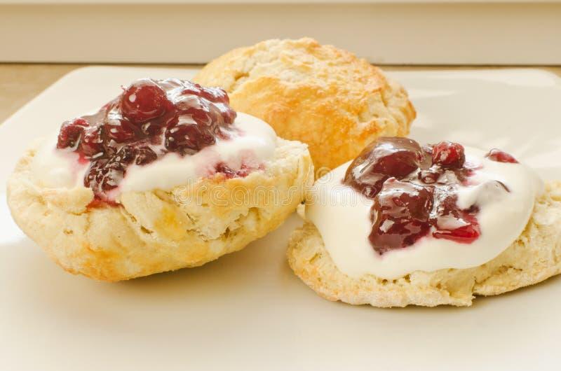 Biscoitos com atolamento imagens de stock royalty free