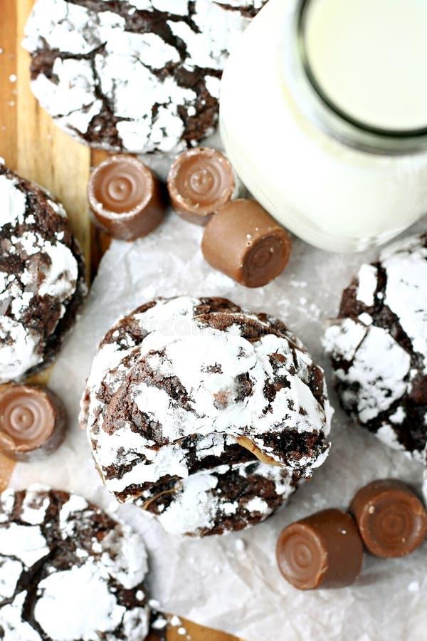 Biscoitos com enchimento do caramelo fotografia de stock