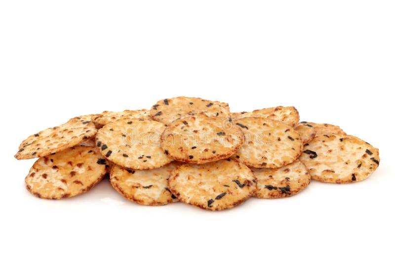 Biscoitos do arroz da alga fotos de stock royalty free