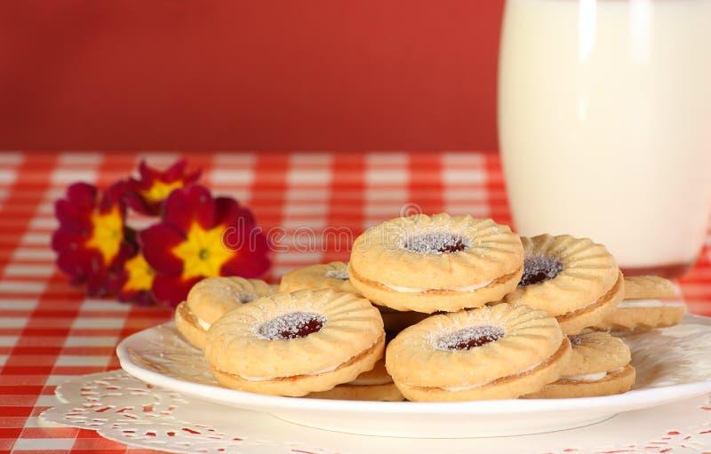 Biscoitos do atolamento e do creme fotografia de stock