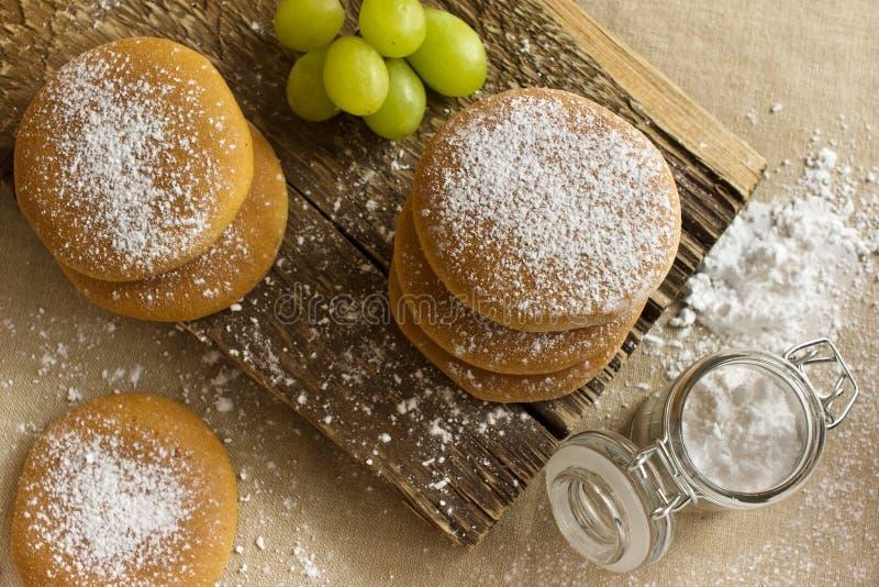 Biscoitos do café da manhã com açúcar de rodízio foto de stock