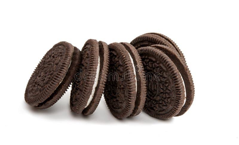 Download Biscoitos Do Chocolate Com O Enchimento Do Creme Isolado Imagem de Stock - Imagem de infância, gear: 80101573