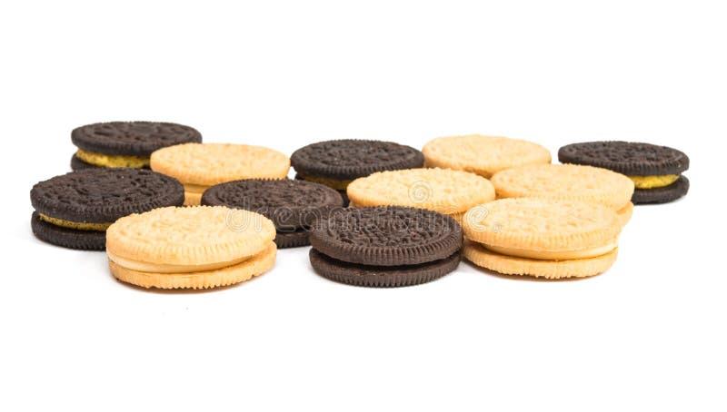 Download Biscoitos Do Chocolate Com O Enchimento Do Creme Isolado Imagem de Stock - Imagem de leiteria, enchido: 80102255