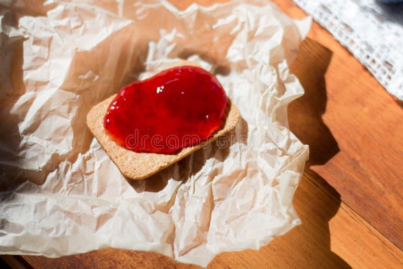 Biscoitos e geleia para um petisco fotografia de stock