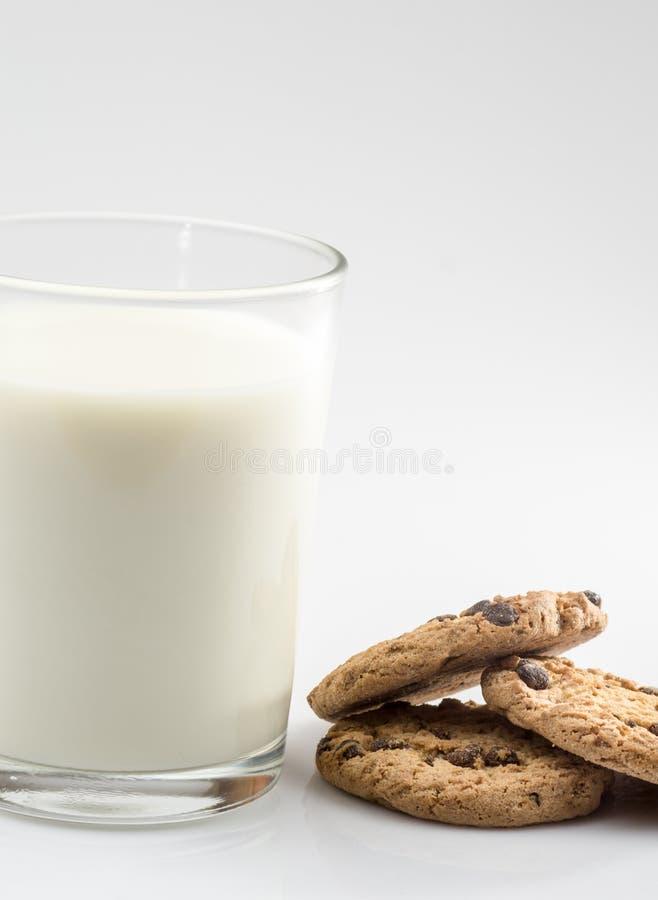 Biscoitos e leite imagem de stock