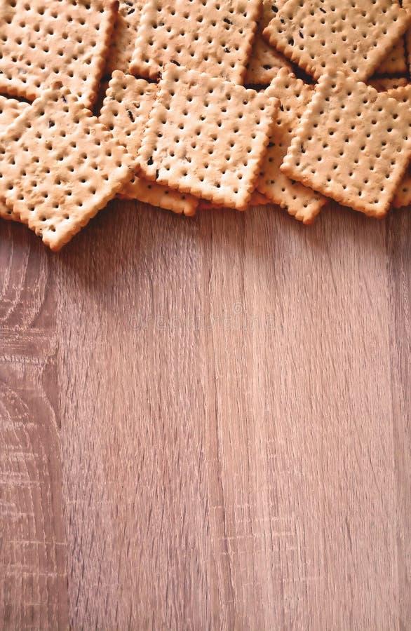 Biscoitos em um fundo de madeira ilustração stock