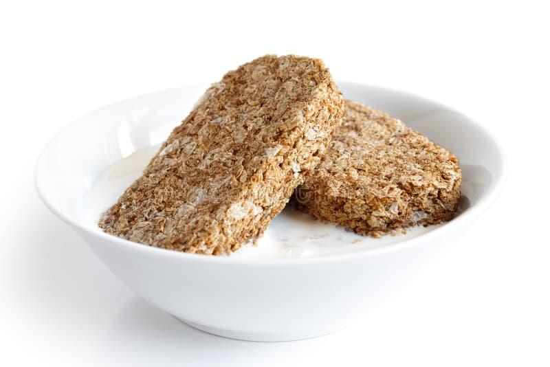 Biscoitos inteiros do café da manhã do trigo imagem de stock
