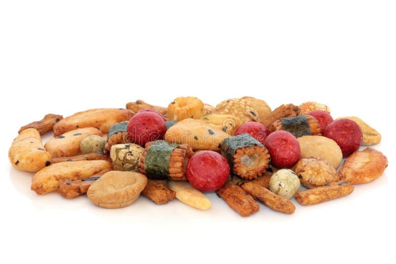 Biscoitos japoneses do arroz de Nori fotografia de stock