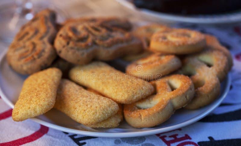 Biscoitos para o café da manhã sobre uma placa fotografia de stock