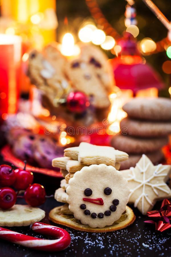 Biscoitos pré-natalinos, conceito de Natal fotografia de stock