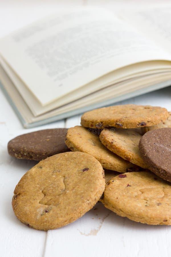 Biscoitos recentemente cozidos misturados fotos de stock royalty free