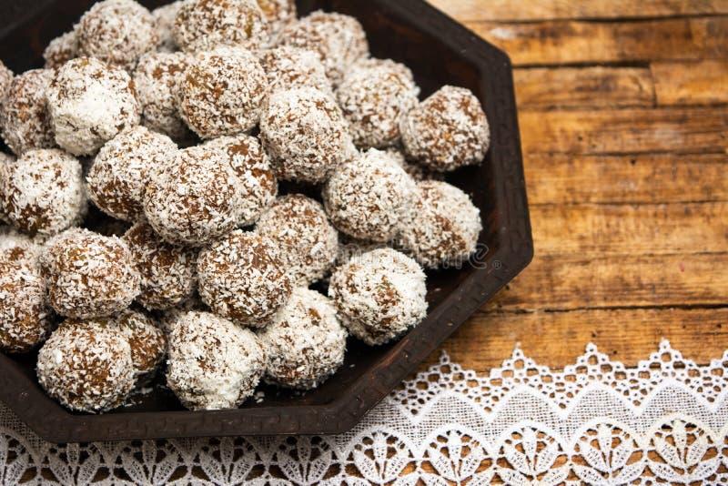 Biscotti casalinghi con i grani della noce di cocco immagini stock