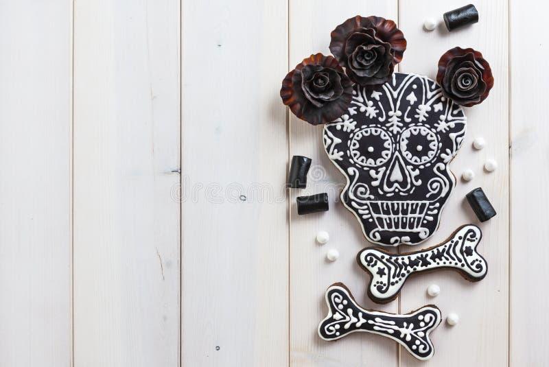 Biscotti casalinghi del cranio per Halloween fotografia stock