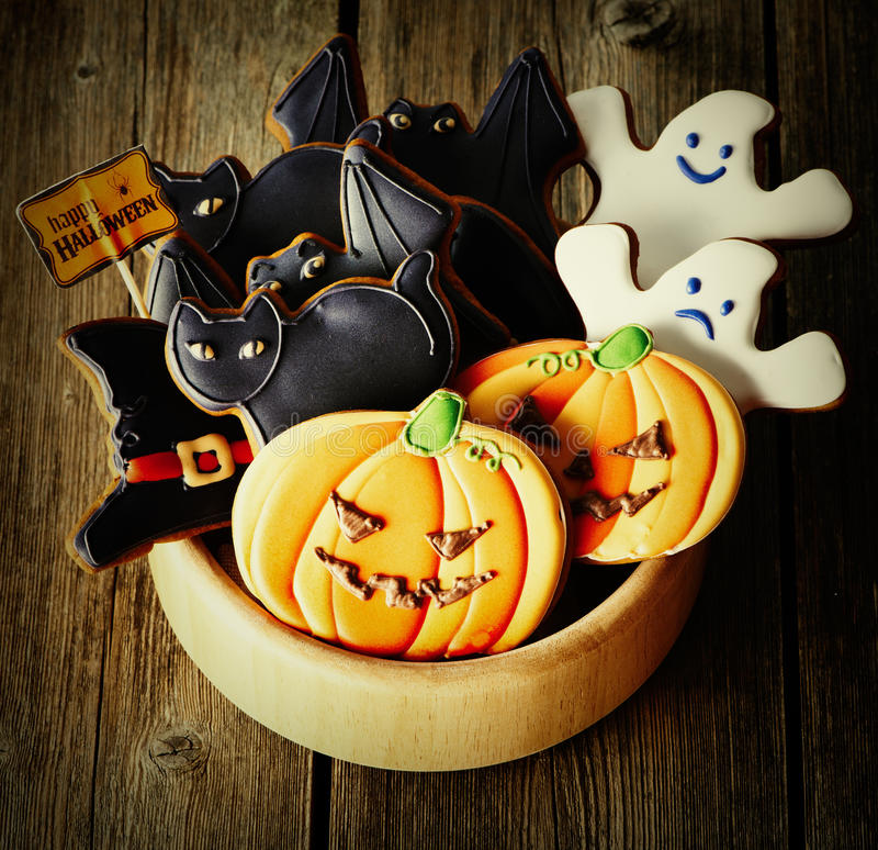 Biscotti casalinghi del pan di zenzero di Halloween immagine stock libera da diritti