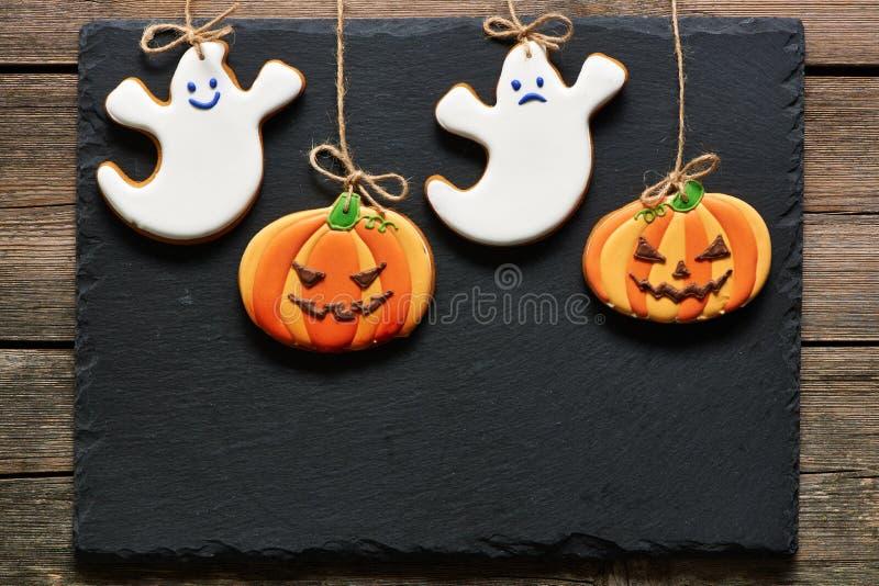 Biscotti casalinghi del pan di zenzero di Halloween immagine stock