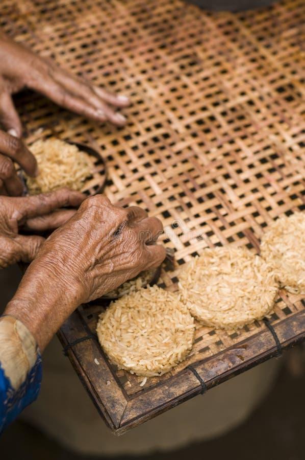 Biscotti casalinghi del riso fotografie stock