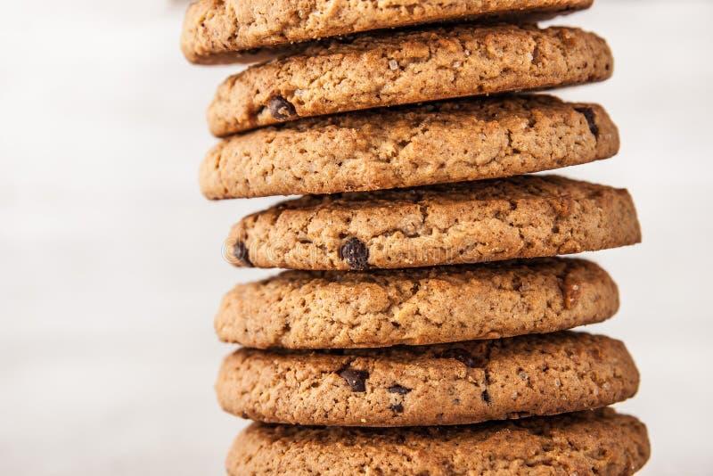 Biscotti con di pepita di cioccolato orizzontali fotografie stock libere da diritti