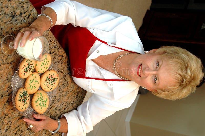 Biscotti con la nonna immagini stock