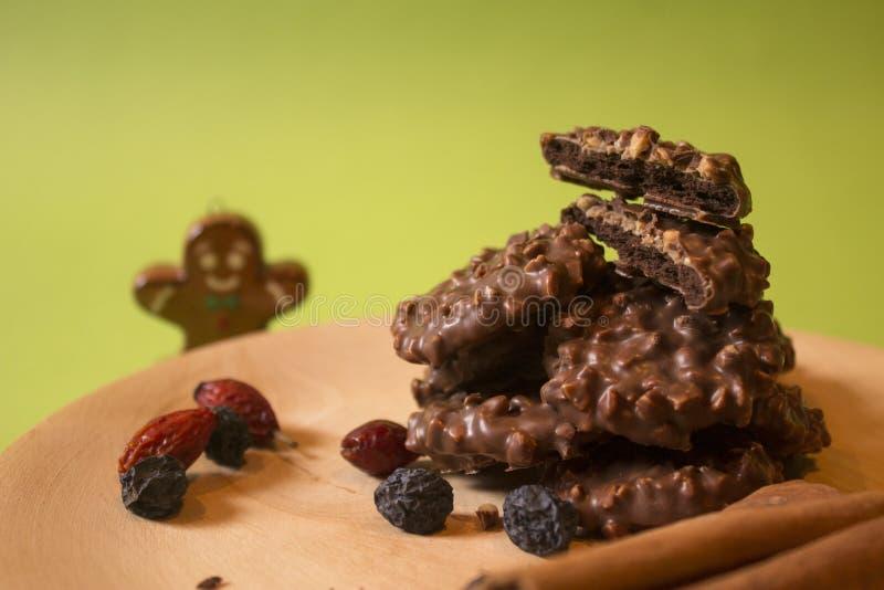 Biscotti croccanti del cioccolato per il Natale immagine stock