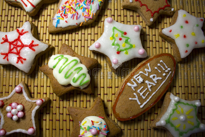 Biscotti decorati variopinti, fine su fotografia stock