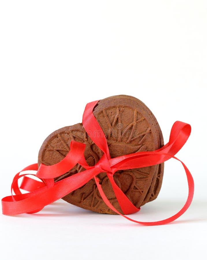 Biscotti del cioccolato sotto forma di cuore immagine stock
