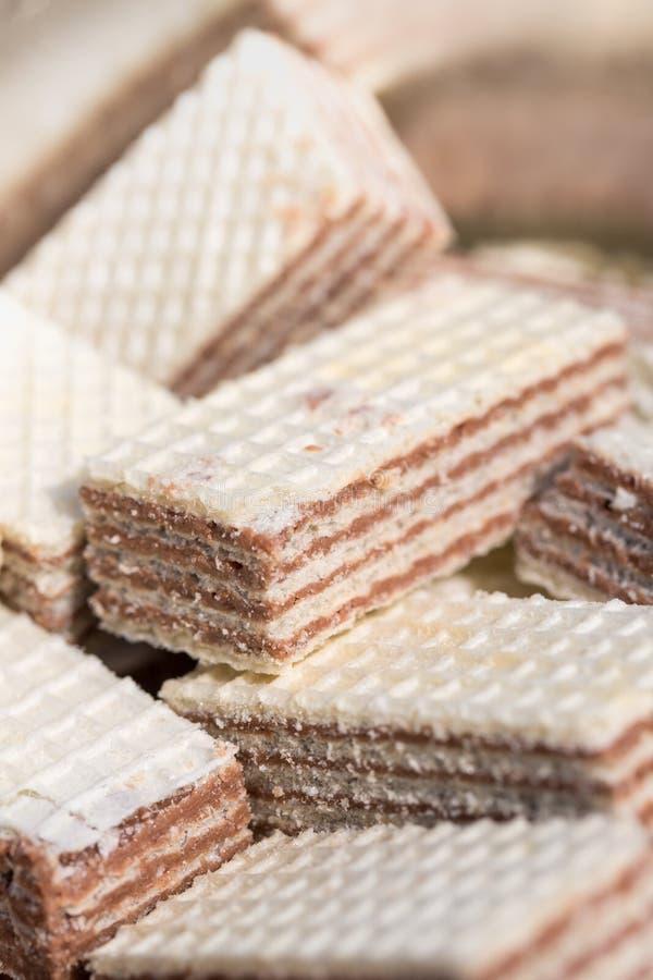 Biscotti del wafer su un mucchio fotografie stock libere da diritti