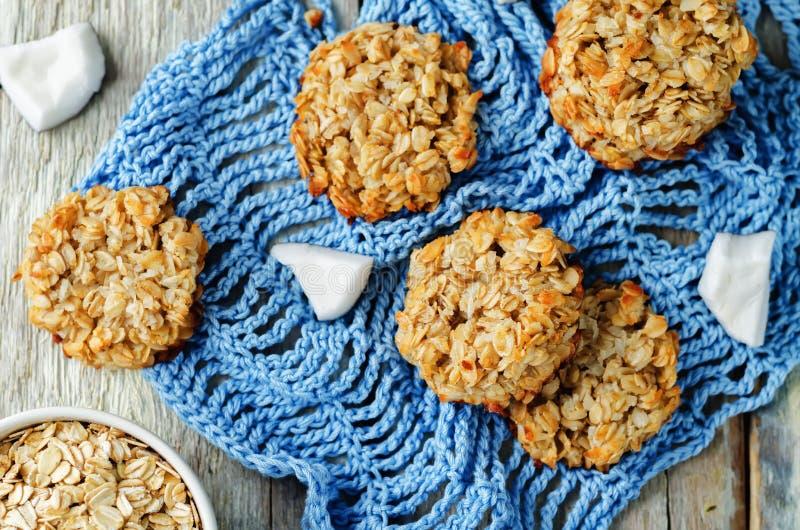 Biscotti della noce di cocco della farina d'avena fotografia stock libera da diritti