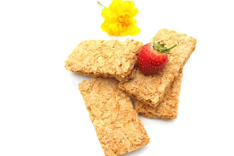 Biscotti della prima colazione del frumento con la fragola fotografia stock libera da diritti