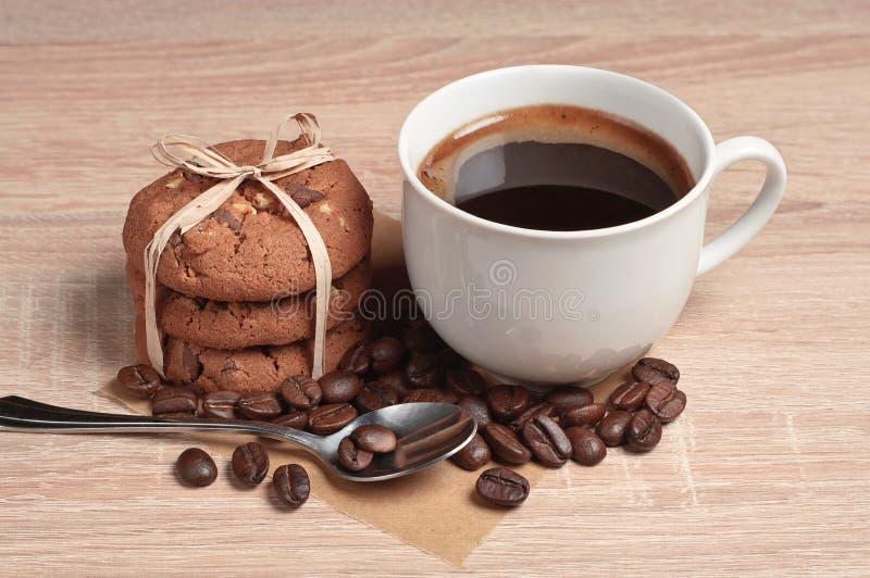 Download Biscotti Della Tazza E Del Cioccolato Di Caffè Fotografia Stock - Immagine di bevanda, spuntino: 56888926