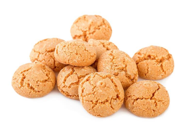 Biscotti di Amaretti isolati su bianco Biscotti italiani tradizionali di Amaretti immagini stock