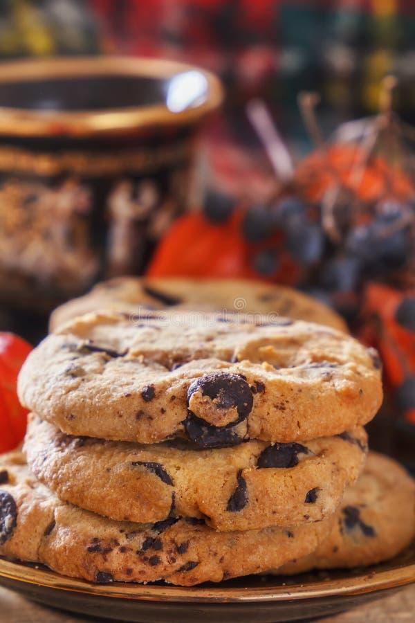 Biscotti di farina d'avena primo piano, prima colazione di mattina, natura morta con i biscotti e caffè immagine stock libera da diritti