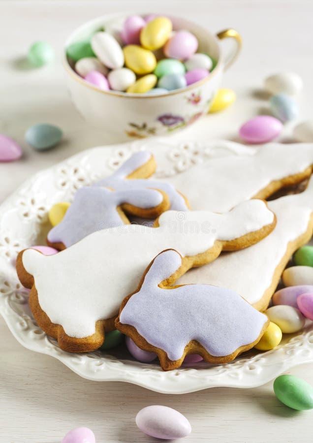 Biscotti di Pasqua e caramella della mandorla fotografie stock libere da diritti