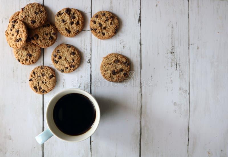 Biscotti di pepita di cioccolato e del caffè fotografie stock