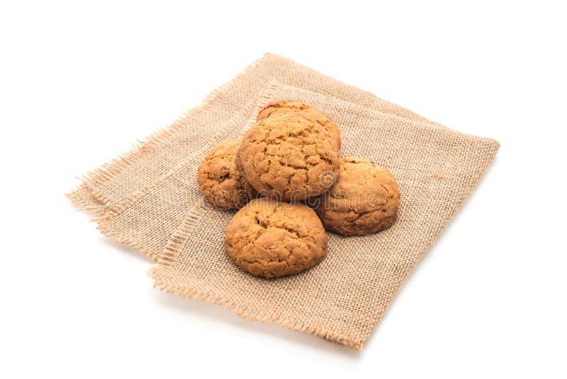 Biscotti di uva passa della farina d'avena su bianco fotografie stock libere da diritti