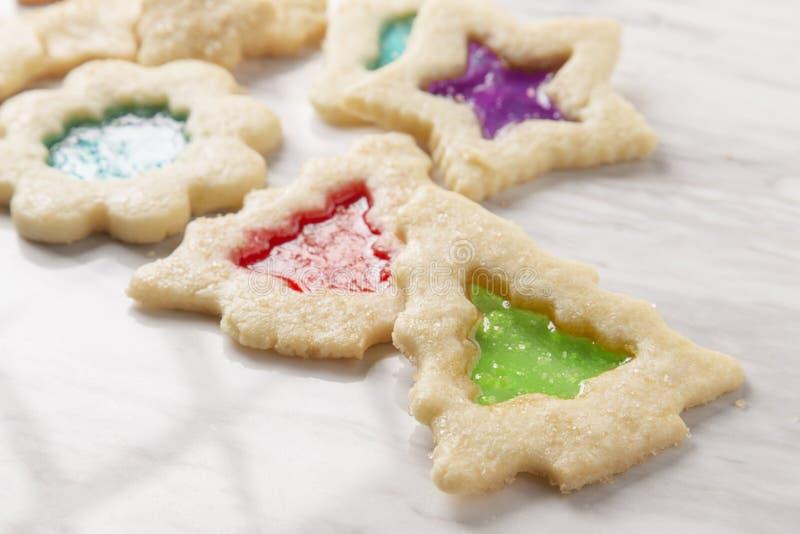 Biscotti di vetro di Natale della macchia fotografie stock libere da diritti