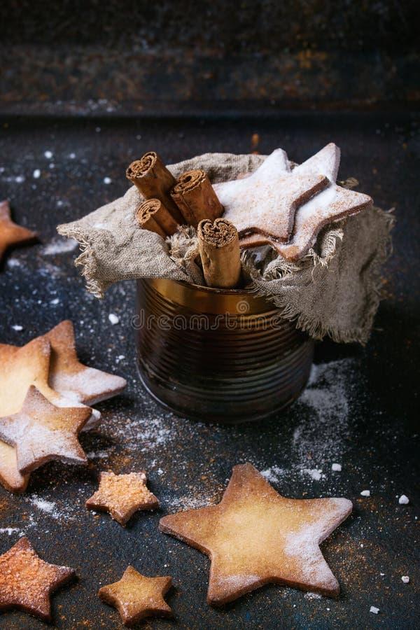 Biscotti di zucchero di forma della stella di biscotto al burro fotografia stock libera da diritti