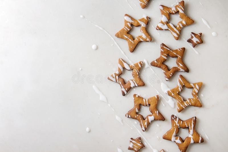 Biscotti di zucchero di forma della stella di Natale fotografia stock