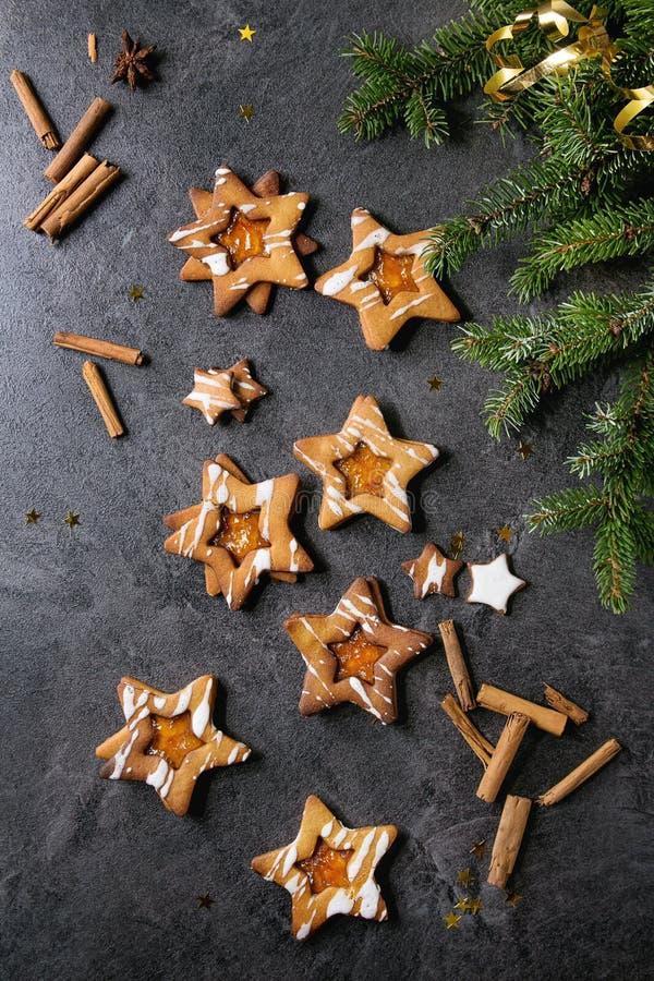 Biscotti di zucchero di forma della stella di Natale fotografie stock libere da diritti