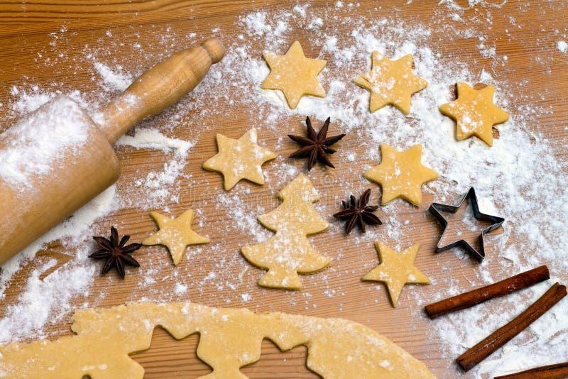 Biscotti e biscotti di cottura per immagine stock libera da diritti