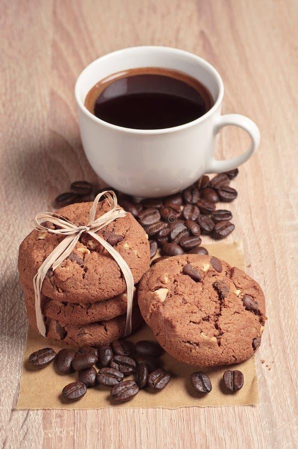 Download Biscotti E Caffè Del Cioccolato Immagine Stock - Immagine di vita, caffè: 56887863